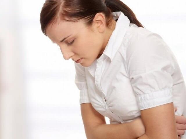 Женщина с сильными болями