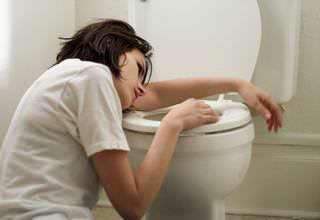 Причины тошноты по утрам у мужчин