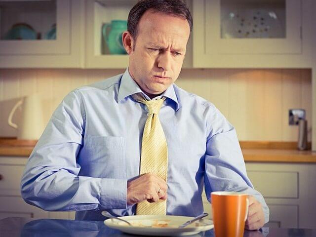 болит живот после еды причины